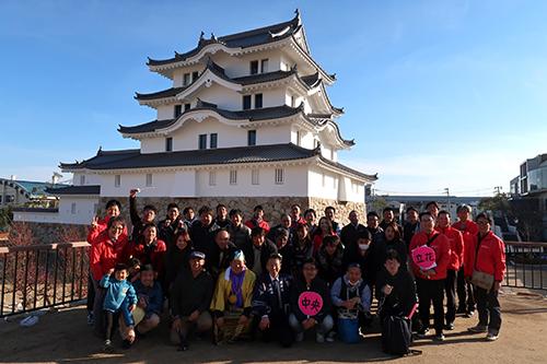 尼崎城の前で記念撮影